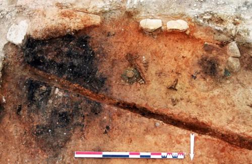 Vue des objets découverts dans le Bâtiment en grand appareil (cl. G. Duperron)