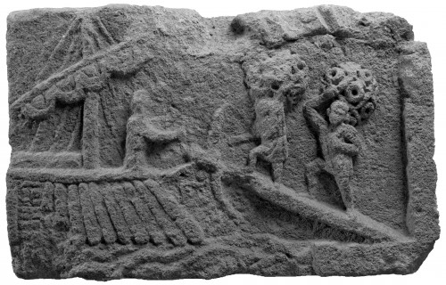 Bas-relief représentant un chargement de bateau à Narbonne (cliché CCJ-CNRS)