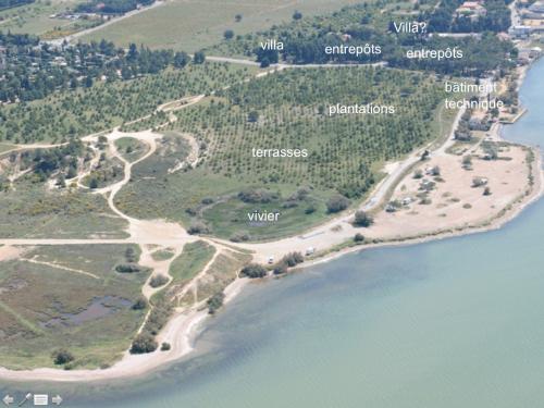 Photo aérienne de l'ensemble occidental de la Nautique avec le vivier en premier plan. © M. Passelac